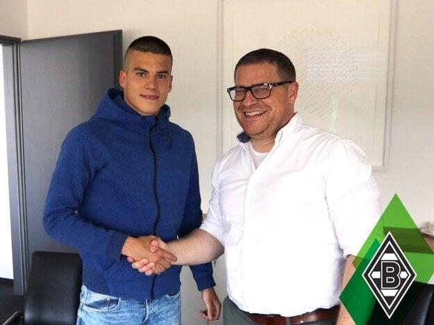 Osemnásťročný Lászlo Bénes prestúpil zo Žiliny do Borussie Mönchengladbach. Jeho tím čaká takisto predkolo LM.