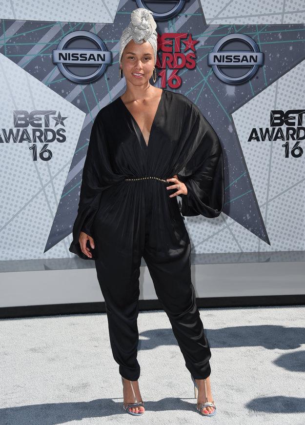 Alicia Keys na verejnosti vystupuje stále bez mejkapu