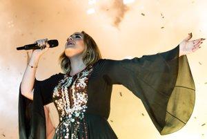 Adele návštevníkov festivalu prekvapila nadávkami.