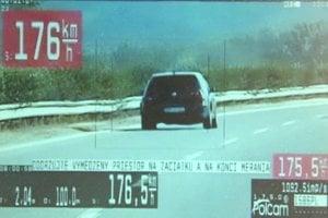 Opitý vodič z Nitry šiel po diaľnici takmer stoosemdesiatkou.