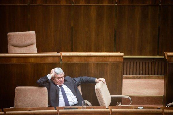 Minister pôdohospodárstva Ľubomír Jahnátek (Smer-SD).