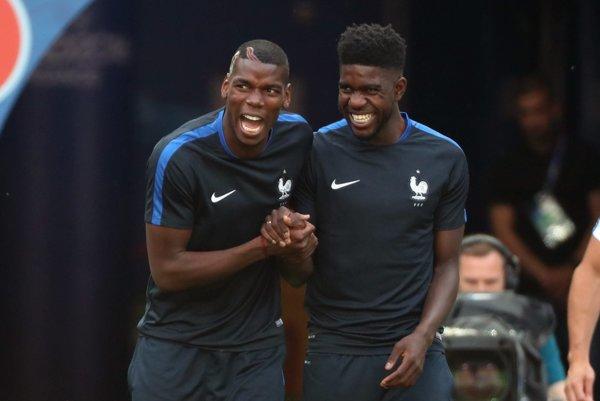 Prestúpi do španielskeho veľkoklubu. Mladík Umtiti (vpravo) je novou posilou FC Barcelona.