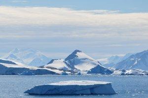 Ozónová diera nad Antarktídou je najväčšia pre kombináciu nízkych teplôt a prudkého slnečného žiarenia.