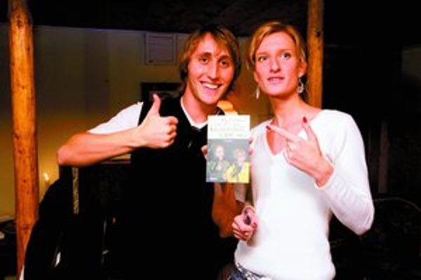 Adela Banášová a Matej Sajfa Cifra pokrstili svoju knihu smiechom.