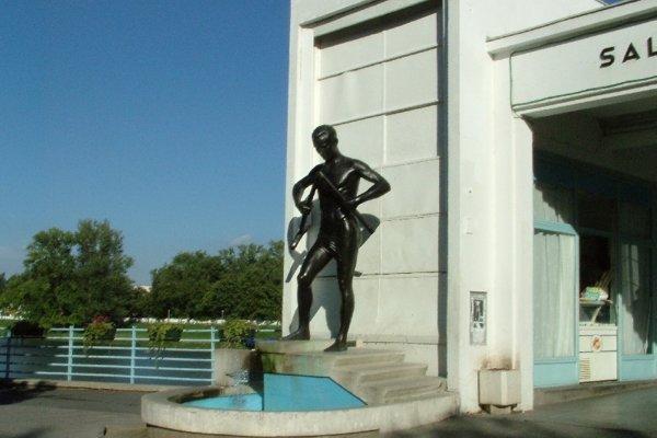 Socha barlolamača bola podľa návrhu Roberta Kühmayera odliata z bronzu. Od roku 1933 je súčasťou Kolonádového mosta.