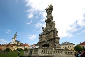 Veľkolepý barokový morový stĺp vKremnici zdobí ho viac ako 50 sôch.