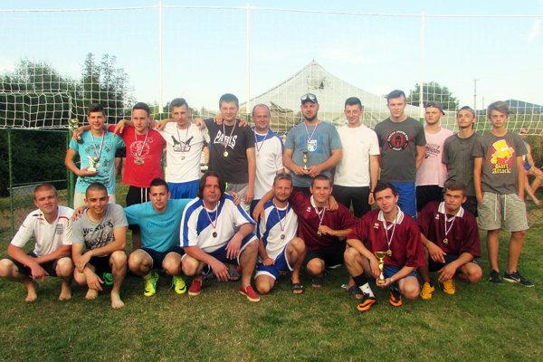 Spoločná snímka účastníkov turnaja v Horných Lefantovciach.