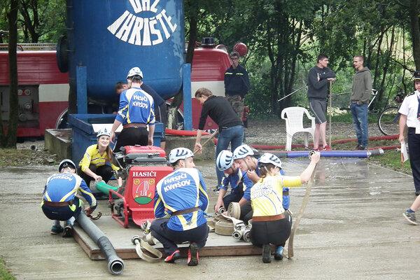 Kvašovské hasičky stihli popri Ihrišti pomôcť aj kolegom a zabehnúť do Petrovíc.
