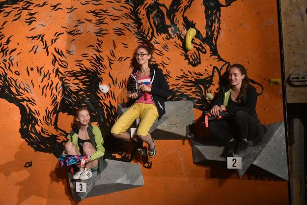 Vanda Michalková (14) na stupni víťazov. 3. júla 2016 vyhrala 3. kolo EYC (Európskeho pohára v lezení mládeže) v boulderingu, ktoré sa konalo vo Varšave, v kategórii Youth B Female. Je to historicky najväčší úspech v slovenskom súťažnom lezení.