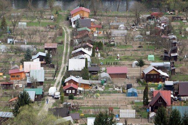 Na čierne stavby v malých mestách väčšinou upozorňujú susedia.