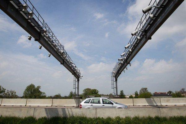 Mýtne brány môžu slúžiť aj ako  pasca na rýchlych vodičov.