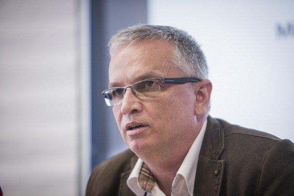 Riaditeľ Váhostavu Marián Moravčík (na snímke) hovoril s  Jurajom Širokým naposledy pred dvoma týždňami. Široký je podľa svojej hovorkyne na Slovensku.