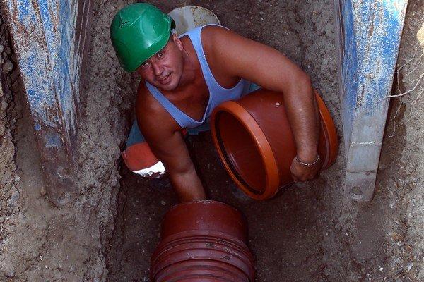 Prepláchnutie kanalizačného potrubia stojí stovky eur.