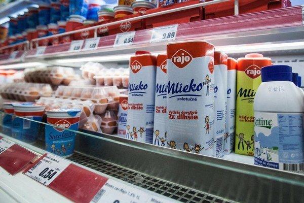 Už o niekoľko týždňov môže byť cena mlieka a mliečnych výrobkov pre spotrebiteľov lákavejšia.