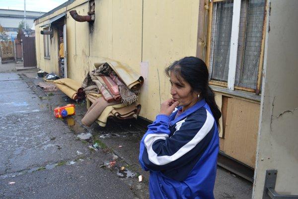 Ľudia z Priemyselnej majú vážne problémy so zdravím, ich obydlia sú obalené azbestom, čo ich ničí.