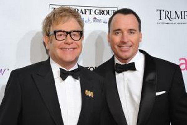 Elton john so svojím partnerom Davidom Furnishom