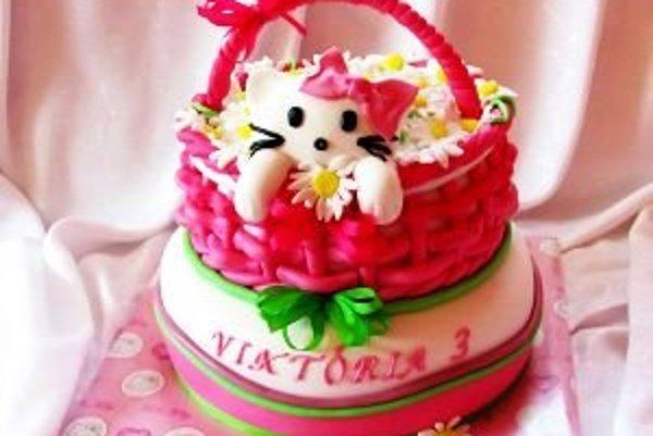 Torta s postavičkou Hellou Kitty od autorky Katka74 je jednou z mnohých, ktoré nájdete na webe Tortyodmamy.sk