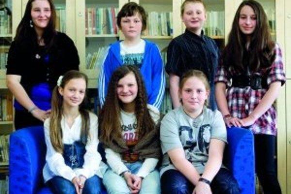 Hore zľava: Miška (12) Mišo (11) Dávid (12) Andrejka (11).Zľava dole: Barborka (11) Emily (12) Beátka (10)