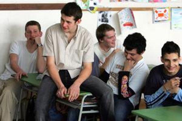 Akonáhle majú deviataci isté, že ich príjmu na strednú školu, ich záujem o vyučovanie upadá.