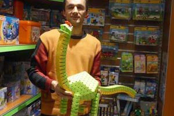 Nie každá plastová hračka je gýč.