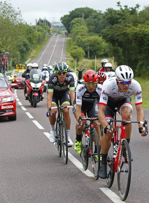 Aj dnes je v úniku Jasper Stuyven (na snímke úplne vpredu), ktorý bol v úniku už počas druhej etapy.