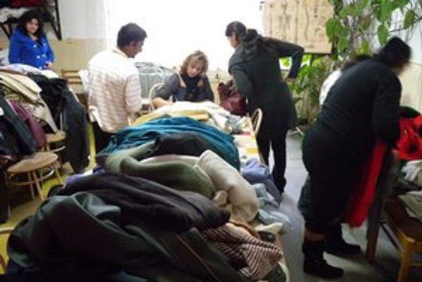 Šaty majú pomôcť sociálne odkázaným rodinám.