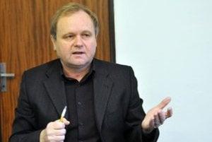 Odborár Jozef Balica upozorňuje na diery v zákonoch.