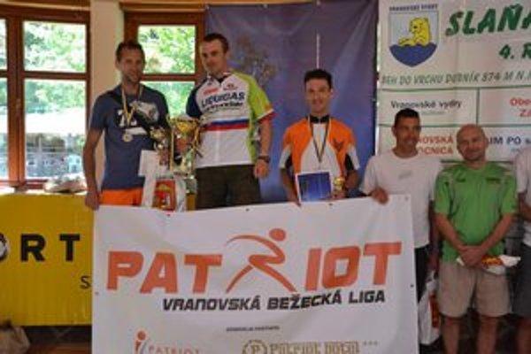 Najlepší. Zľava druhý Ivančo, víťaz  Vavrek, tretí Tomáš,  Sumerling (4.) a Vrábel (5.).