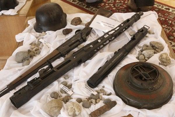 Vojnové artefakty.