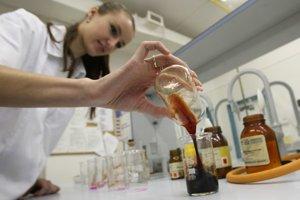 Firma vyrába aj laboratóriá pre školy.