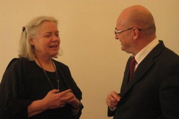 Dánska veľvyslankyňa s riaditeľom SOŠ A. Dubčeka.