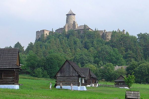 Ľubovniansky hrad a skanzen pod ním ponúknu v lete bohatý program.