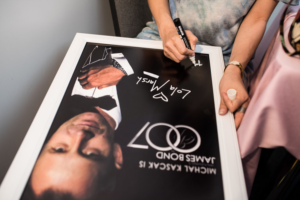 Skupina priniesla Michalovi Kaščákovi darček pri príležitosti 20. výročia Pohody.
