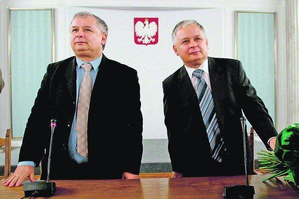 Jaroslaw a Lech Kaczynskí.