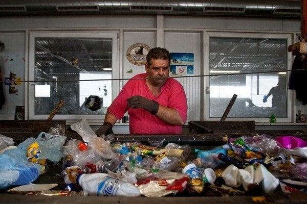 Na nové pravidlá pri zbere a spracúvaní odpadu sa stále čaká.