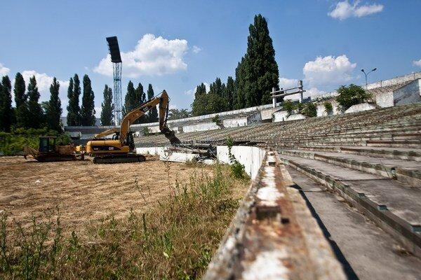 Starý štadión na Tehelnom poli už zbúrali.