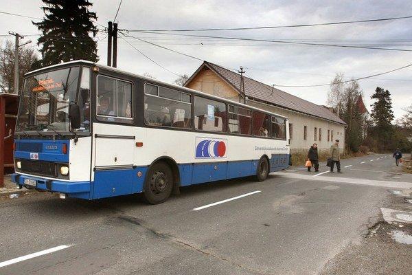 Vodiči autobusov by si mali prilepšiť.