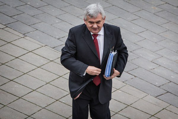 Ministerstvo pôdohospodárstva pod vedením Ľubomíra Janátka vypisuje zákazku za milióny.