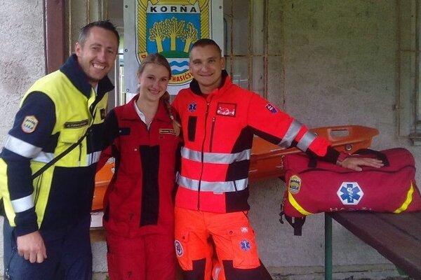 Spoločná fotografia hasičov so záchranármi.