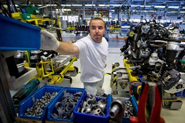 V bratislavskom Volkswagene rokujú o platoch. Aktuálne je tamojšia priemerná mzda zhruba na úrovni 1400 eur.