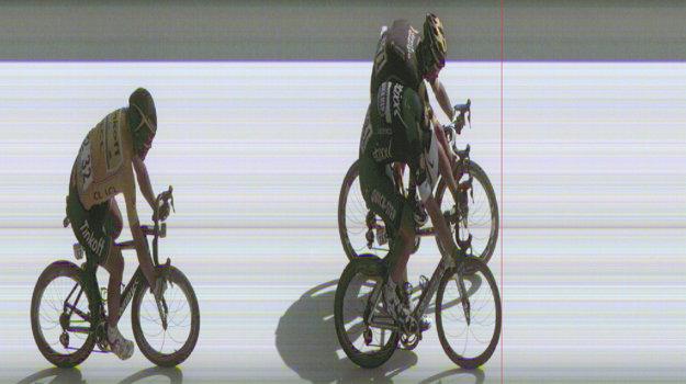 Vo štvrtej etape Coquarda (vpravo hore) zdolal Kittel len o milimetre.