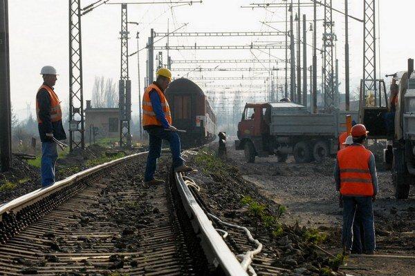 Niektoré sporné tendre na modernizáciu tratí vyšetroval aj Európsky úrad pre boj proti podvodom.