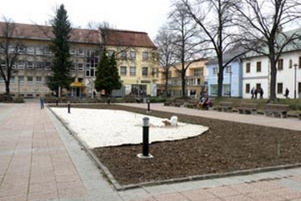 Mesto chystá obnovu časti Námestia slobody za pamätníkom.