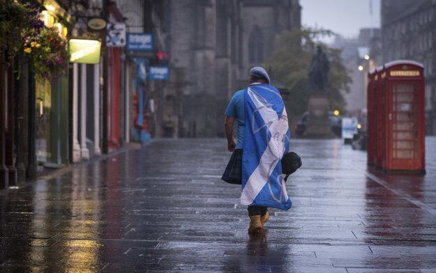 Škóti hlasovali za Veľkú Britániu. Chceli ostať súčasťou Európskej únie.