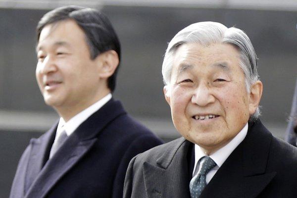 Japonský cisár Akihito (vpravo) a korunný princ Naruhito.
