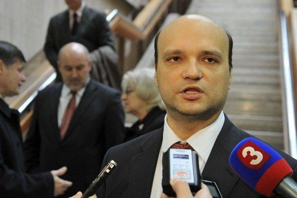 Štátny tajomník ministerstva dopravy František Palko plánuje búrať čierne stavby.