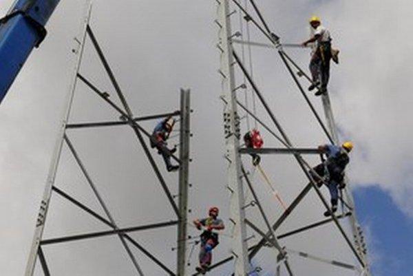 Brusel vyčíta Slovensku vysoké ceny elektriny pre firmy.