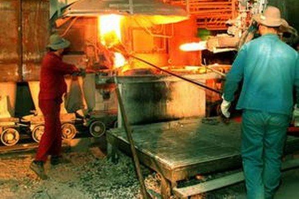 Novácke chemické závody zamestnávajú asi 1400 ľudí.