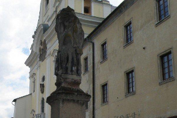 Obnova zničenej sochy bude stáť asi cez tisíc eur.