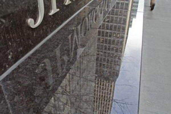 JPMorgan Chase bola počas krízy vzorom v investičnom bankovníctve, teraz čelí škandálu.